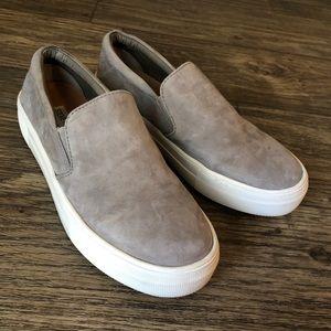 ✨ Steve Madden Gills Slip On Sneakers ✨